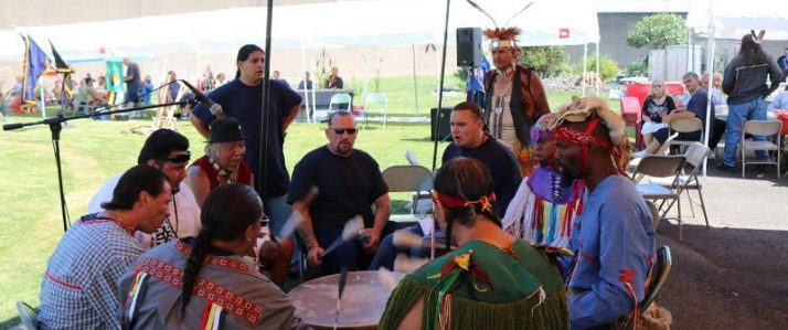 Members of the Lakota Oyate Ki Club at the Oregon State Penitentiary sitting around a drum circle.